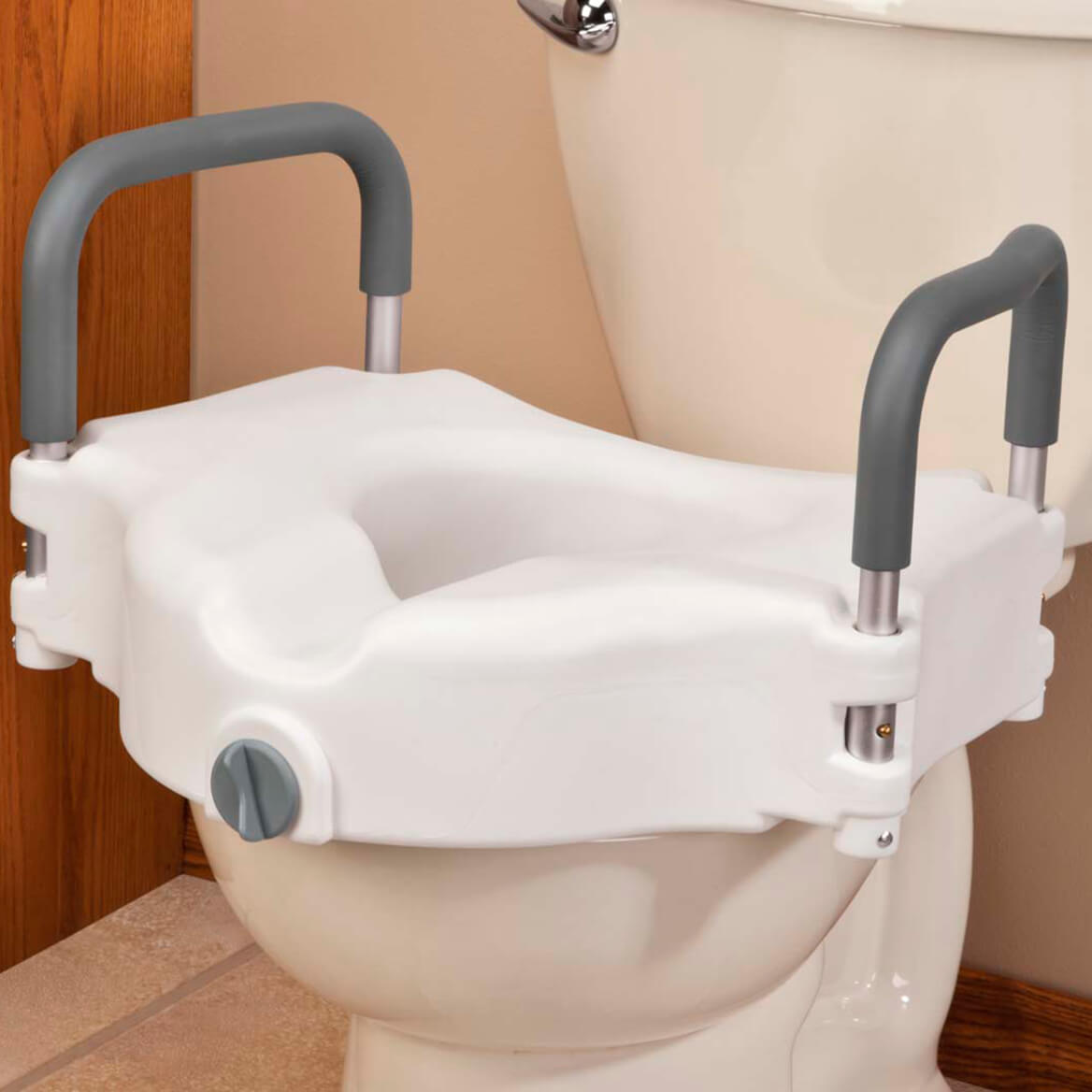 Locking Raised Toilet Seat with Arms           XL-344447