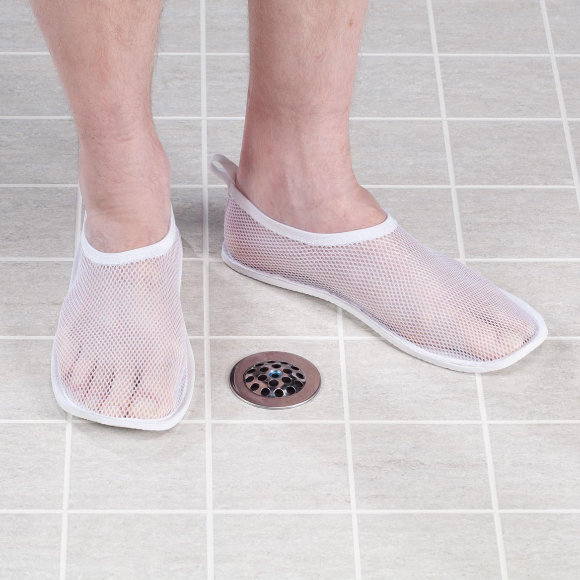 Mesh shower slippers mesh slippers shower shoes for Bathroom safety shower shoes